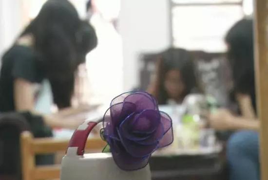 女大学生合租被偷拍 浴室摄像头已拍100多小时