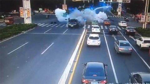 河北警方通报路虎爆炸事件:事故由爆胎引发